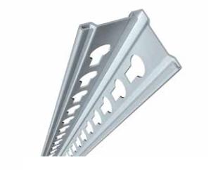 Вертикальные рамы со специализированными отверстиями для крепления полок стеллажей